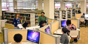 E-Learning Technologies staff teach thier colleauges the iMac basics.